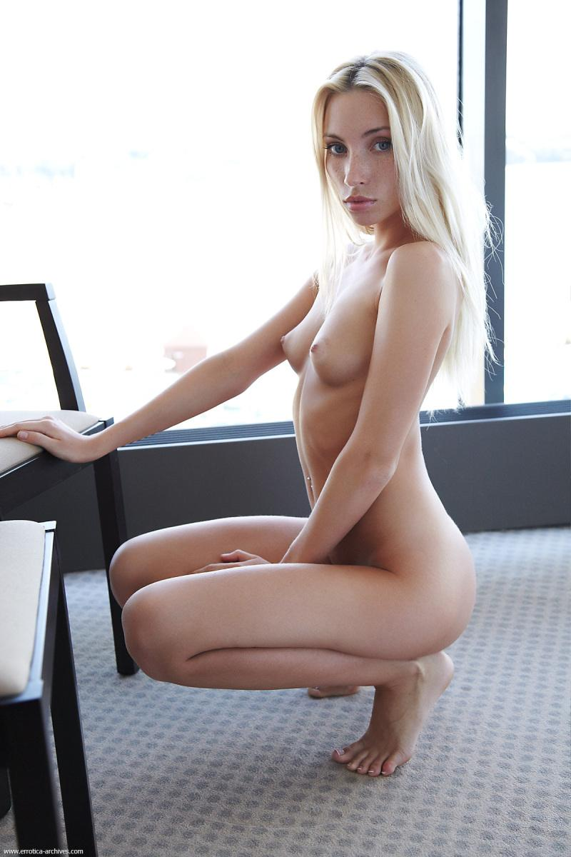 Naked blonde in hotel room - Adele. Part 1 - 1