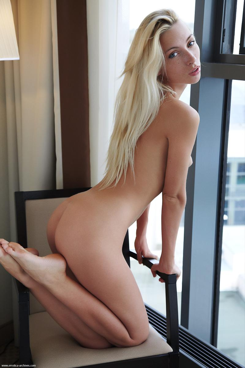 Naked blonde in hotel room - Adele. Part 1 - 11