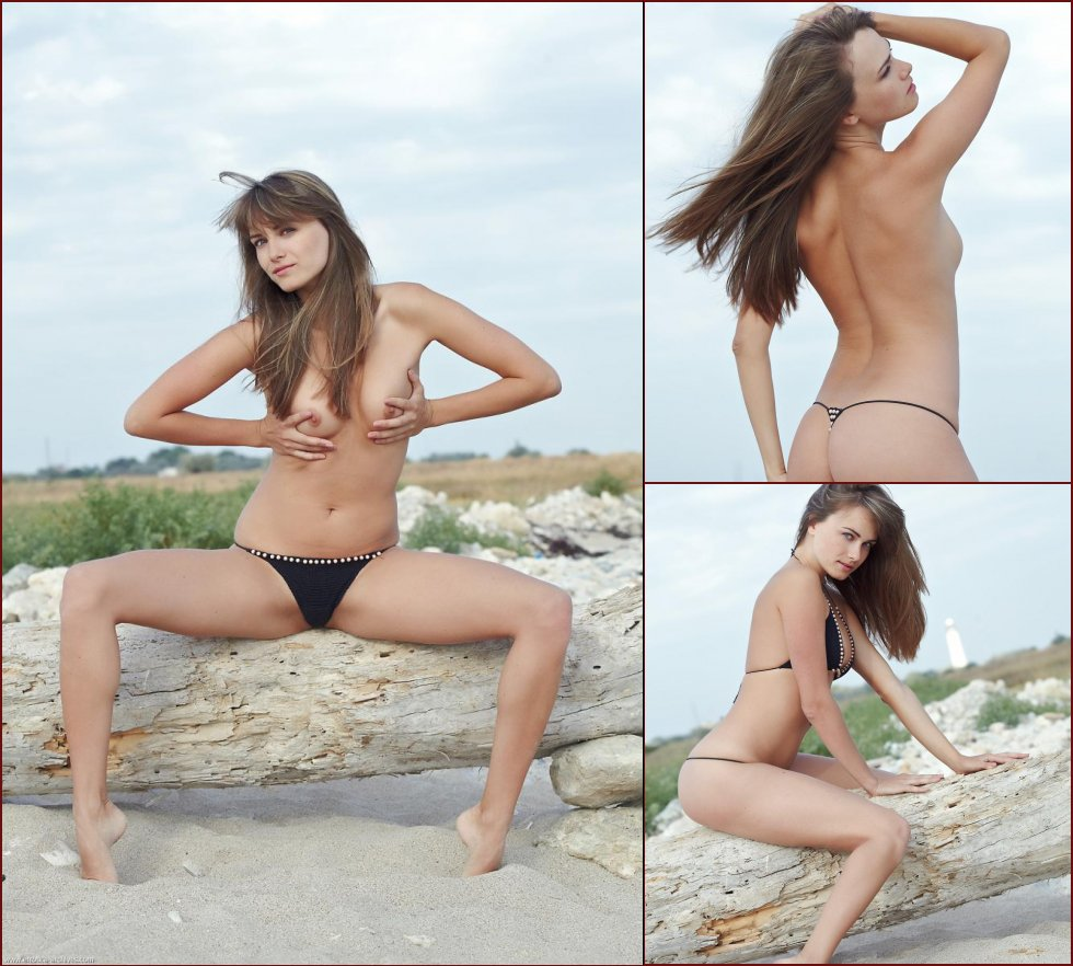 Smoking-hot pussy on the beach - Wayna - 49