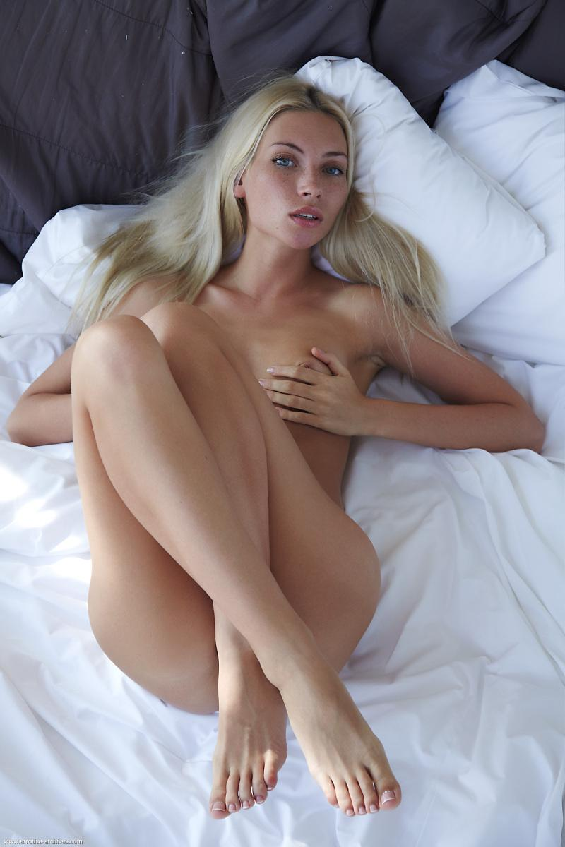 Naked blonde in hotel room - Adele. Part 3 - 2