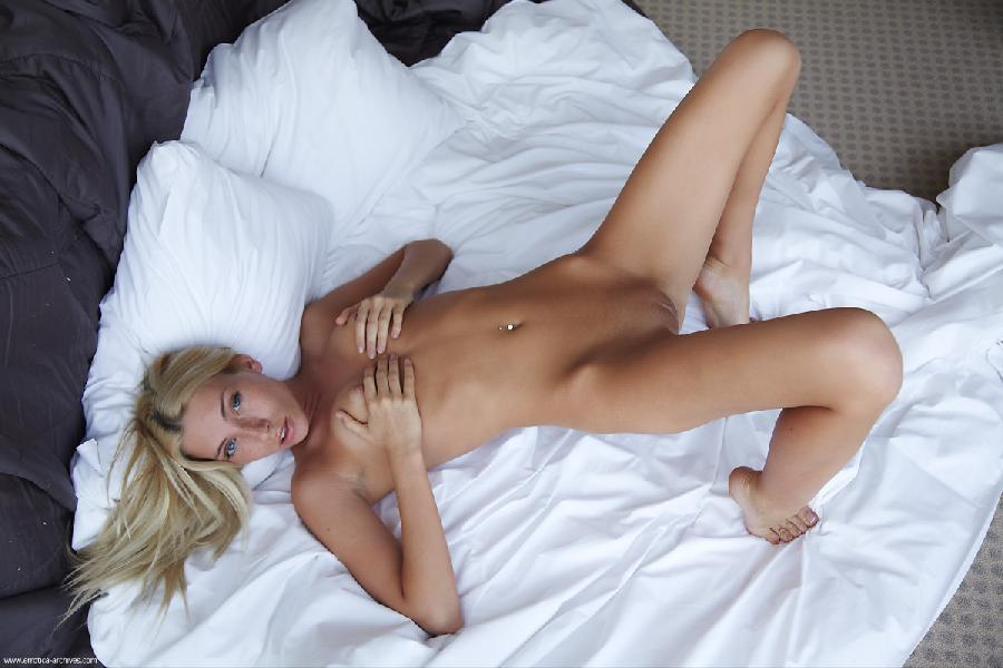 Naked blonde in hotel room - Adele. Part 3 - 5