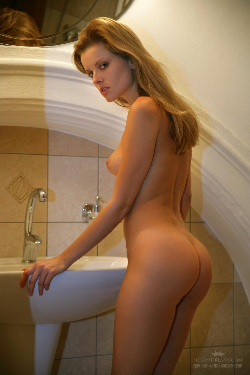 hot-girl-naked-in-bathroom-pretty-ricky-nudes