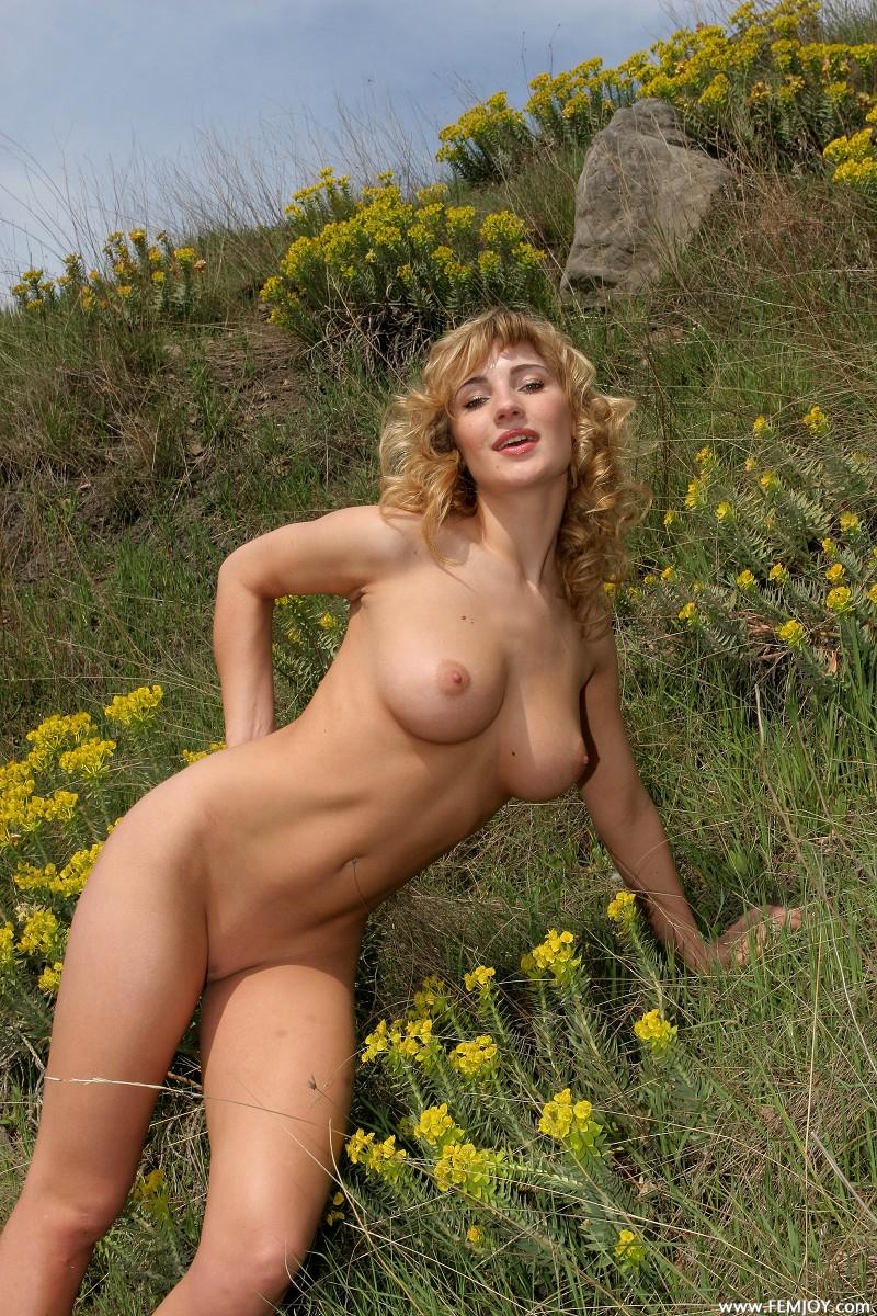 Nude short hair blonde milf riding