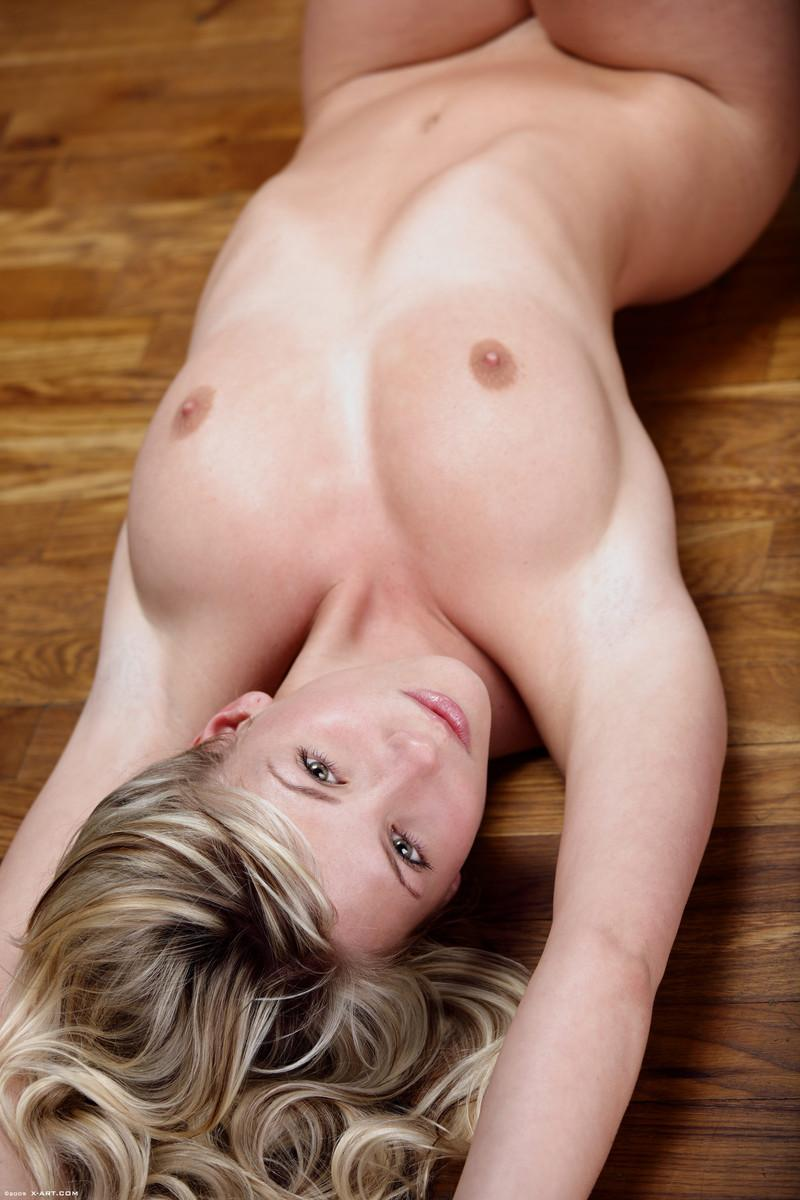 Naked blonde in tempting poses - Nicole - 11