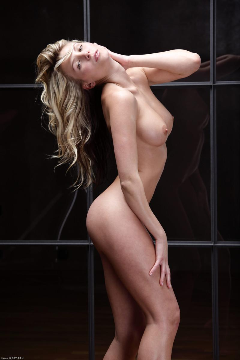 Naked blonde in tempting poses - Nicole - 5