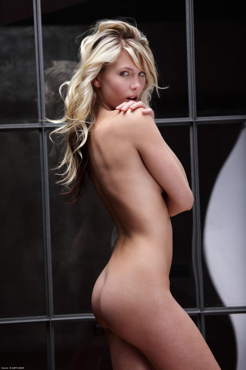 Naked blonde in tempting poses - Nicole - 6