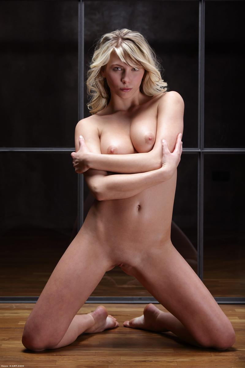 Naked blonde in tempting poses - Nicole - 8