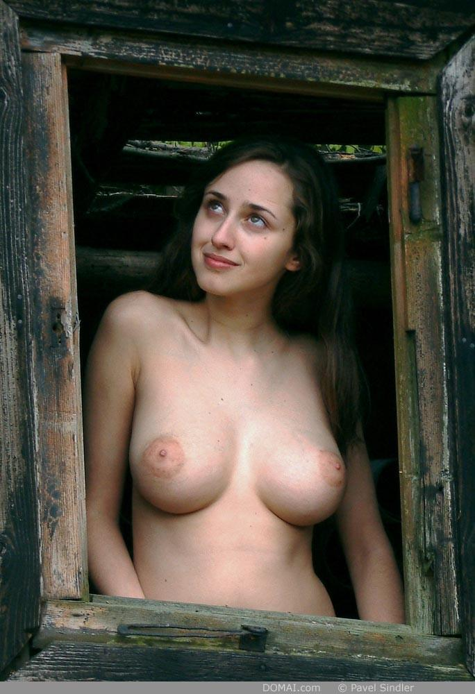Naked girl is posing outdoor - Zuzanna - 10
