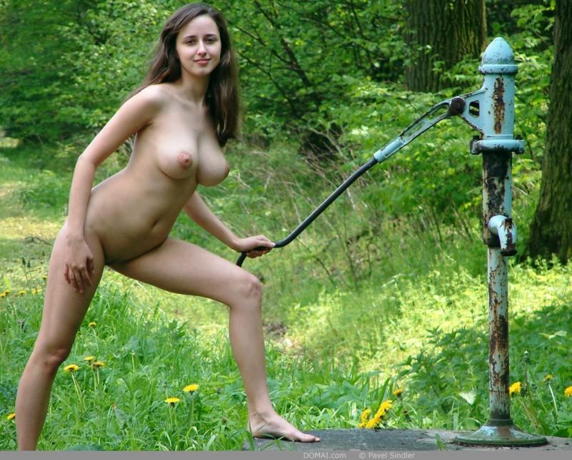 Naked girl is posing outdoor - Zuzanna - 2