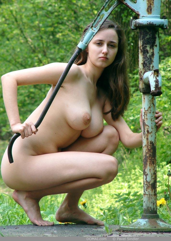 Naked girl is posing outdoor - Zuzanna - 3