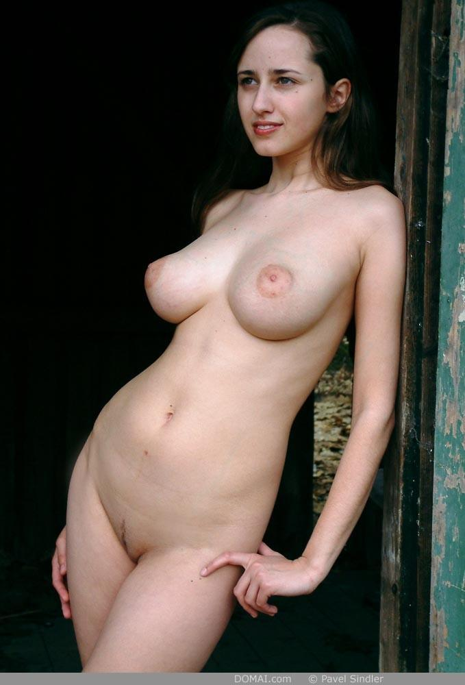 Naked girl is posing outdoor - Zuzanna - 4