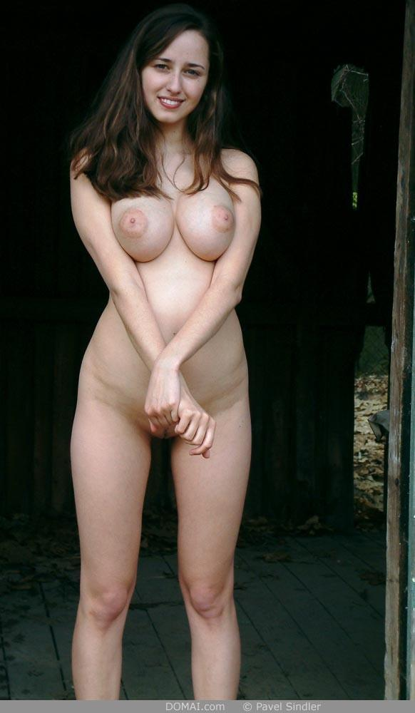Naked girl is posing outdoor - Zuzanna - 5