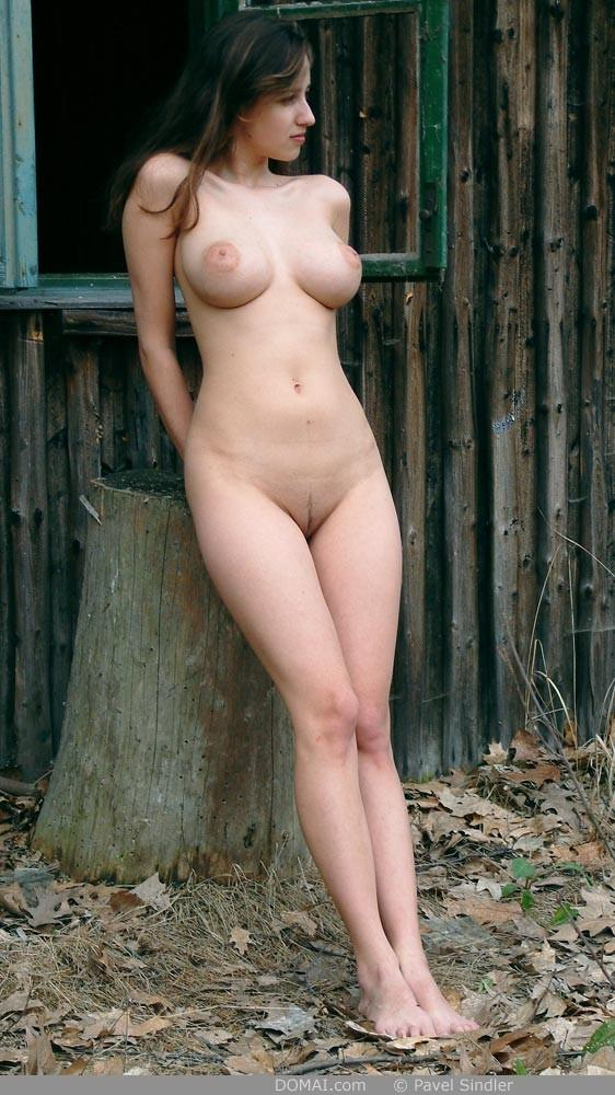 Naked girl is posing outdoor - Zuzanna - 7