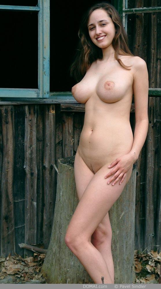 Naked girl is posing outdoor - Zuzanna - 8