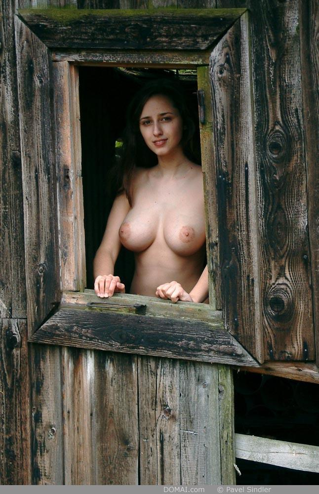 Naked girl is posing outdoor - Zuzanna - 9