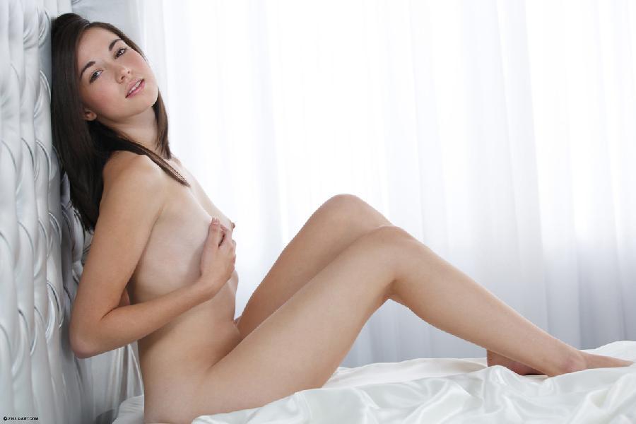 It's time for little pleasure - Emilie - 10