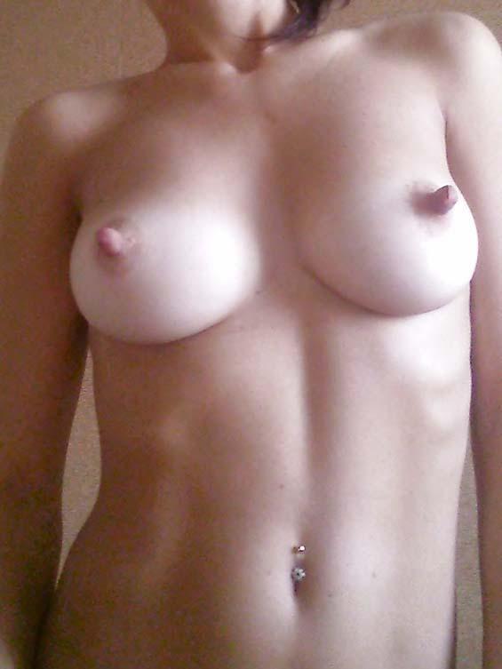 фото голых стоячих сисек