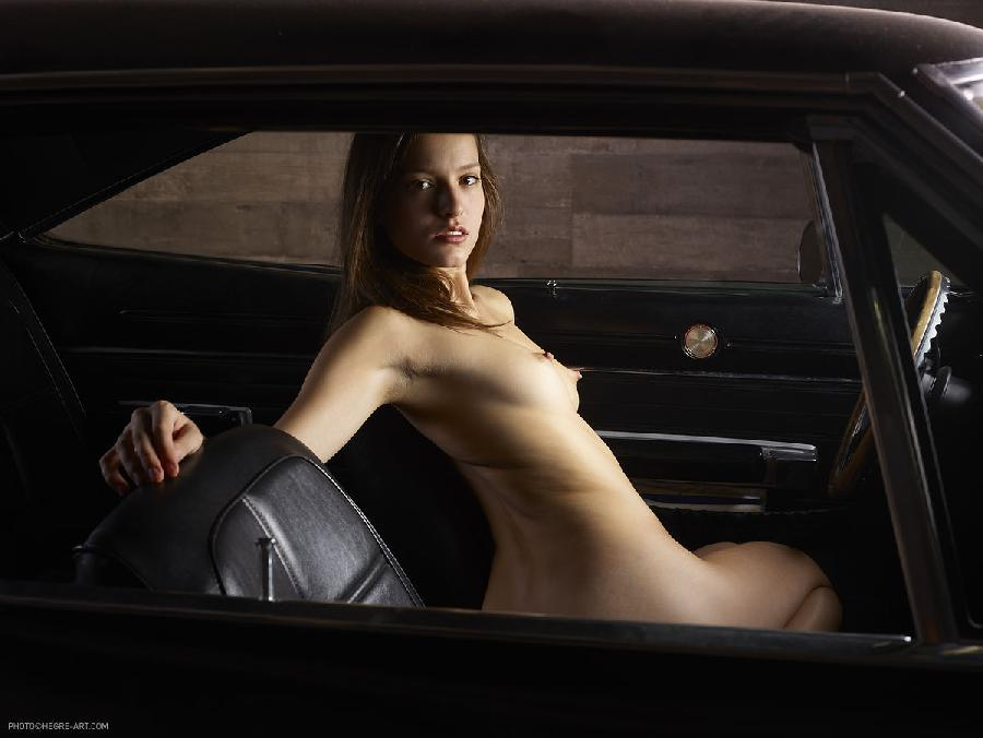 Nakedgirlsincar — photo 2