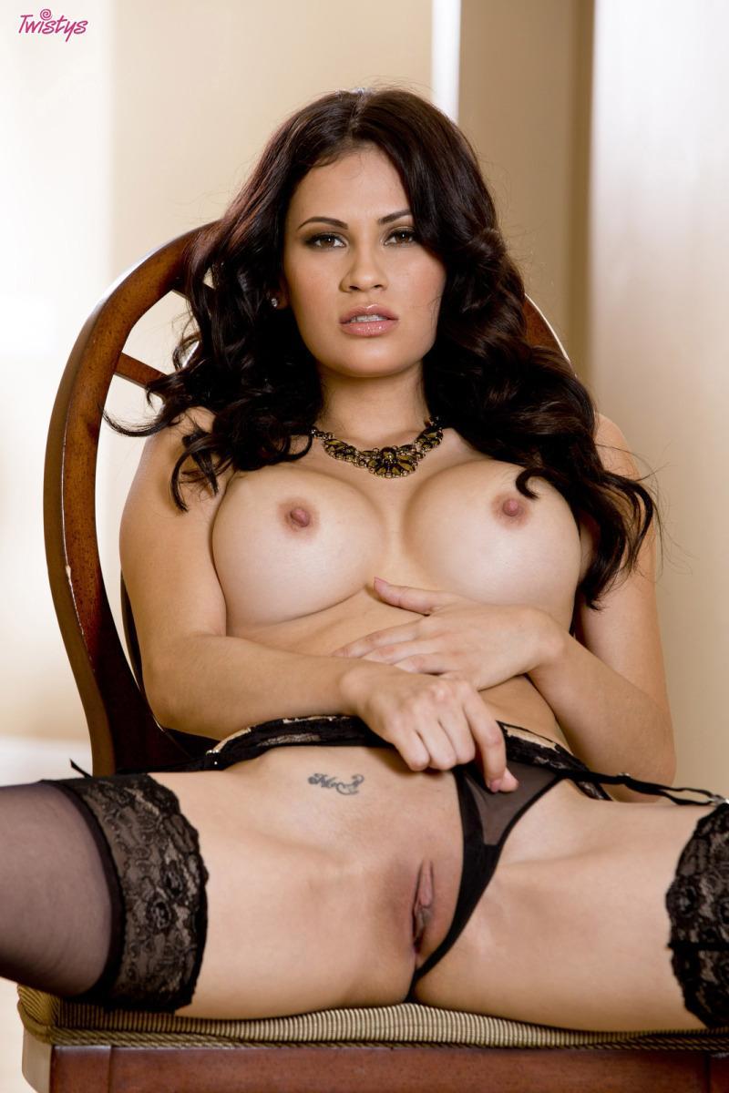Busty Latina in sexy black lingerie - Vanessa Veracruz - 3