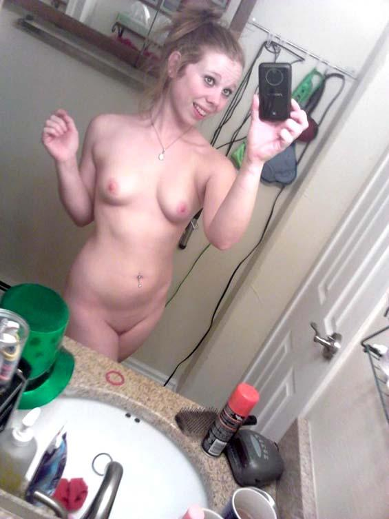 nude teen ass with phone