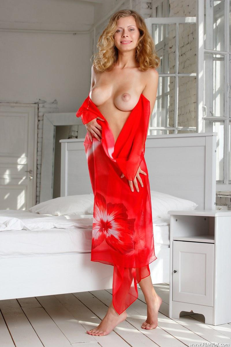 Lady in red goes to bed - Anne P - 1
