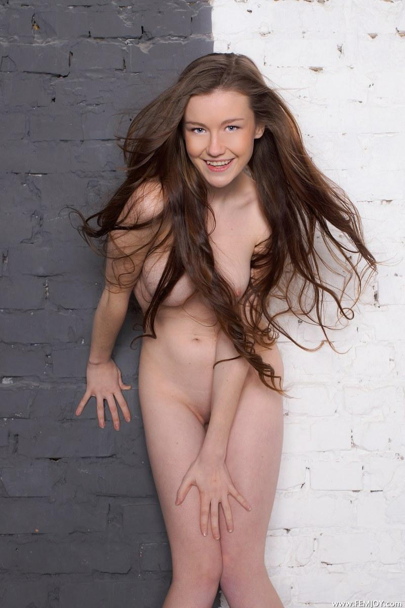 Young girl with great naked body - Anne T - 1