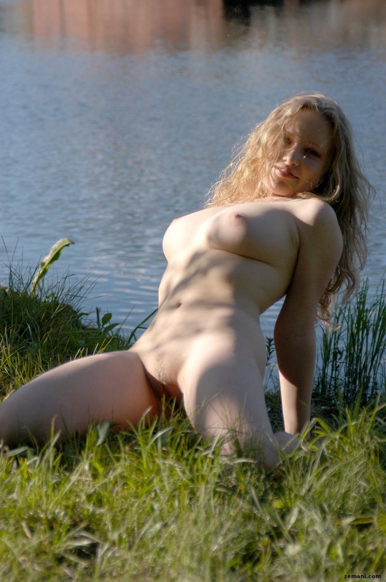 girl itching vagina naked