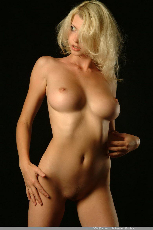 Hot Brunette Mariah