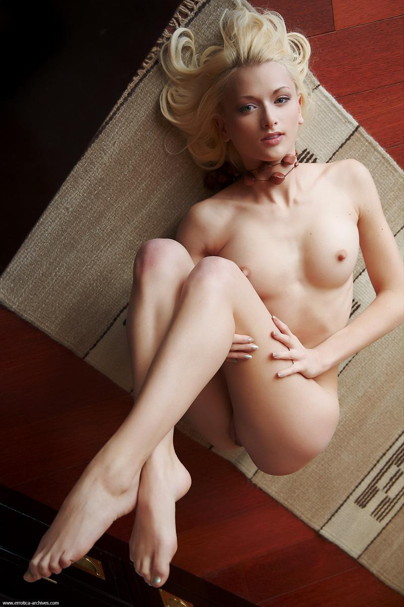 Naked blonde in hotel room - Vesna - 12