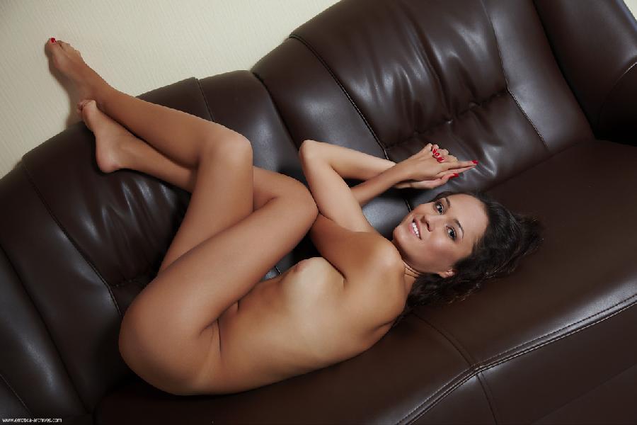 Tanned brunette is showing sweet pussy - Zaira - 5