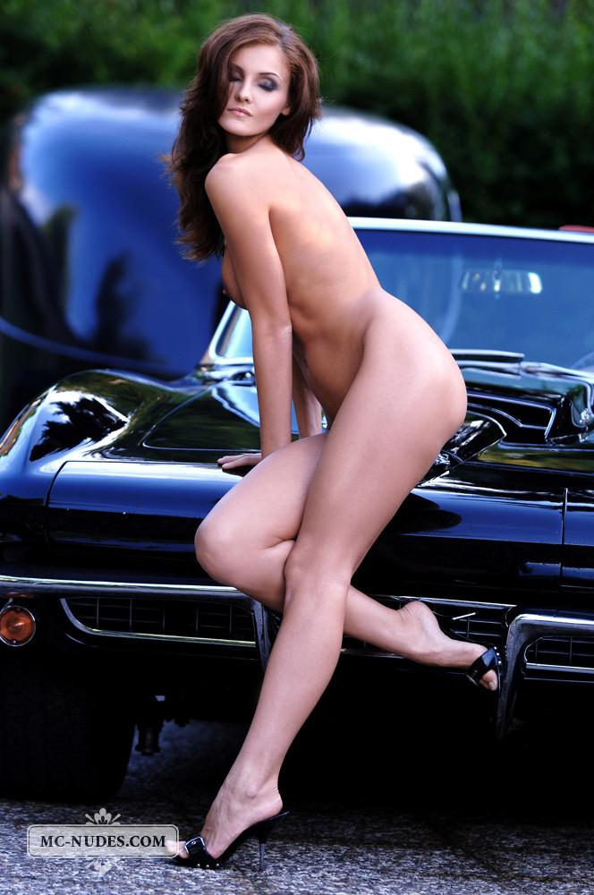 Hot and naked woman is posing on car hood - Linda L - 10