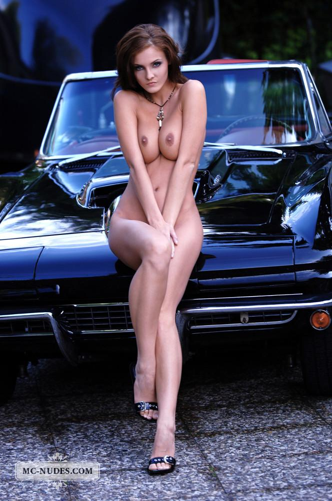Hot and naked woman is posing on car hood - Linda L - 3