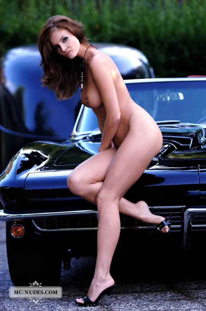 Hot and naked woman is posing on car hood - Linda L - 4