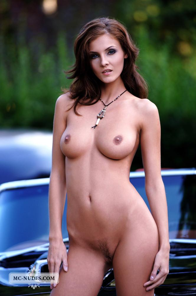 Hot and naked woman is posing on car hood - Linda L - 5