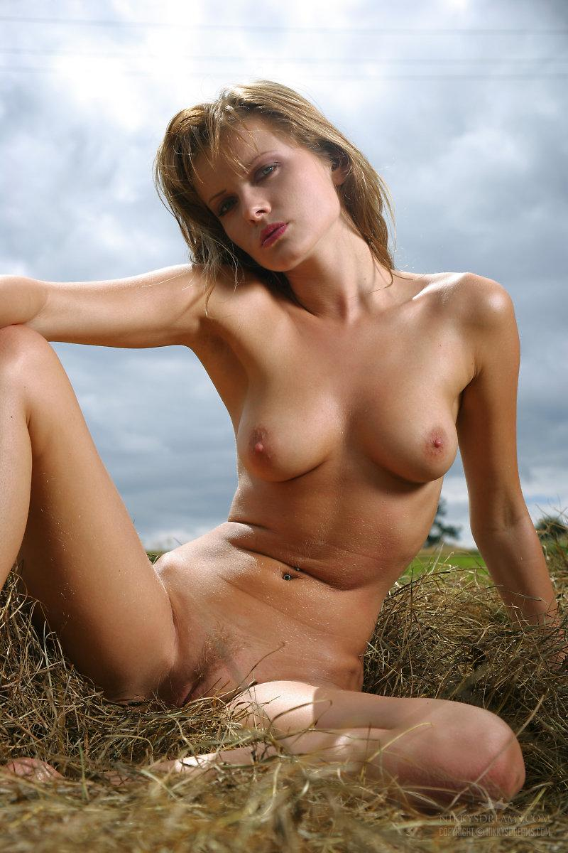 Naked chick on hay - Nikky Case - 5