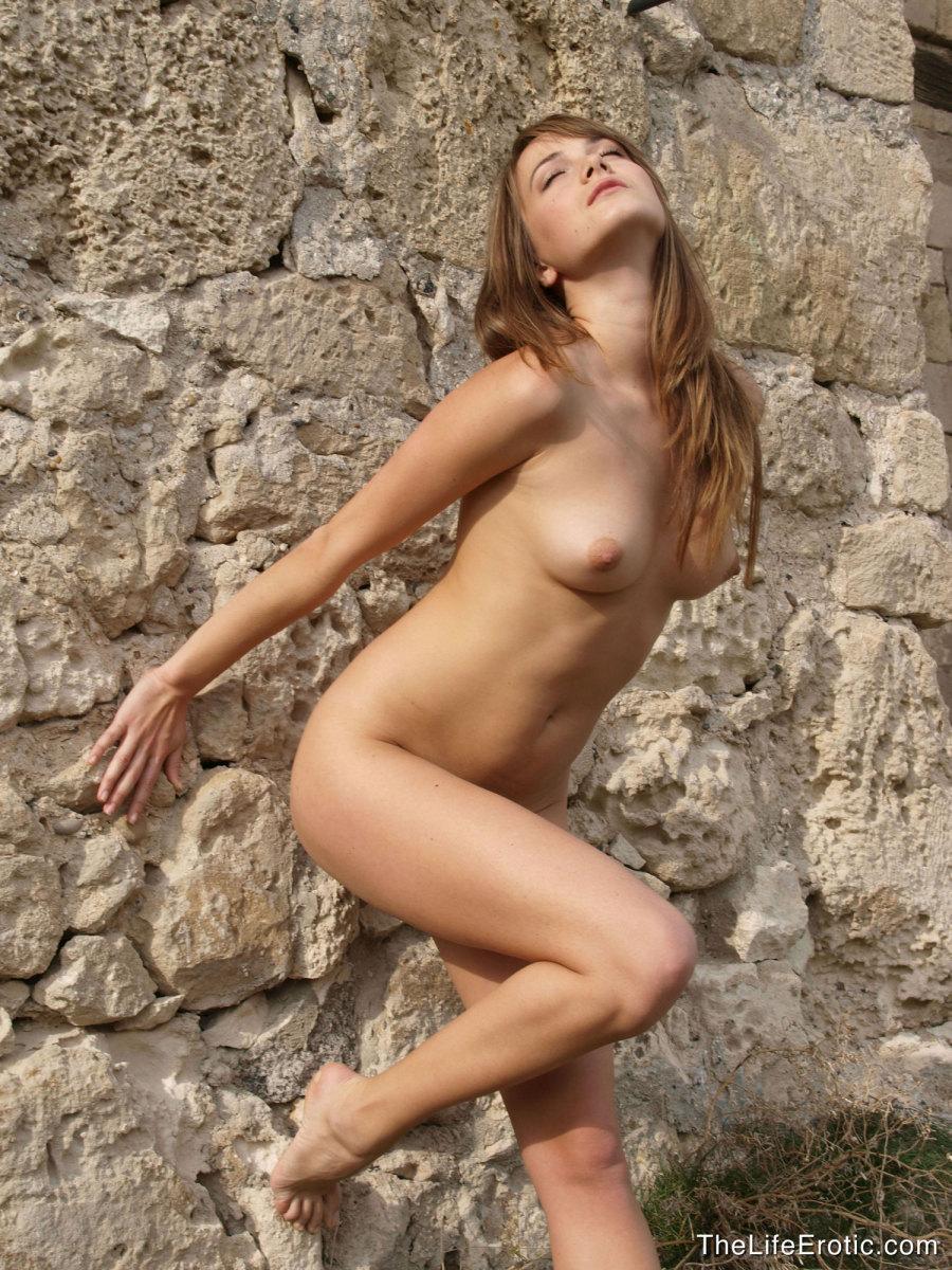 Young girl, who likes history - Julia - 3