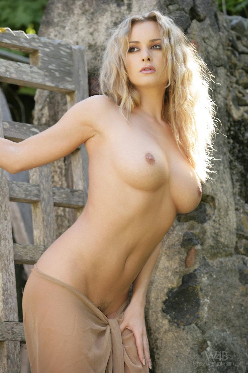 Stunning blonde chick is posing outdoor - Zdenka Podkapova - 4