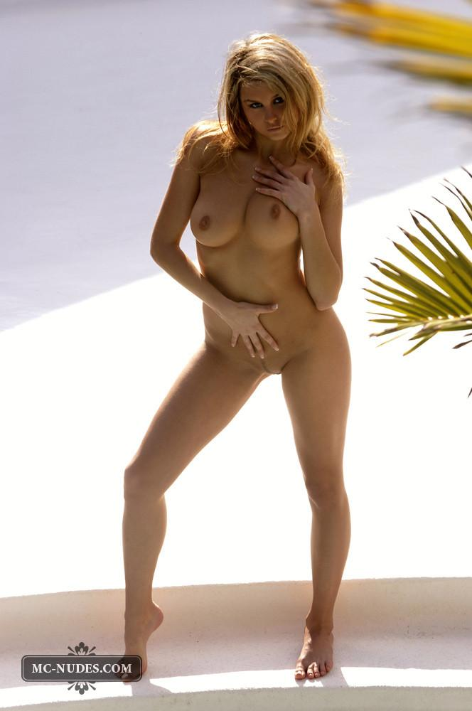 Zoe McDonald is posing naked and sensual - 4