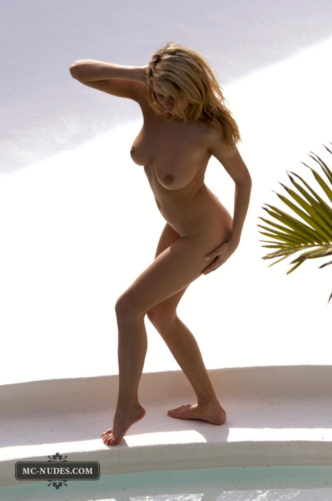 Zoe McDonald is posing naked and sensual - 5