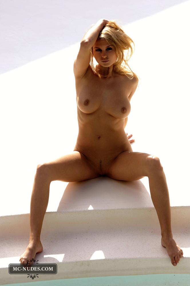 Zoe McDonald is posing naked and sensual - 9