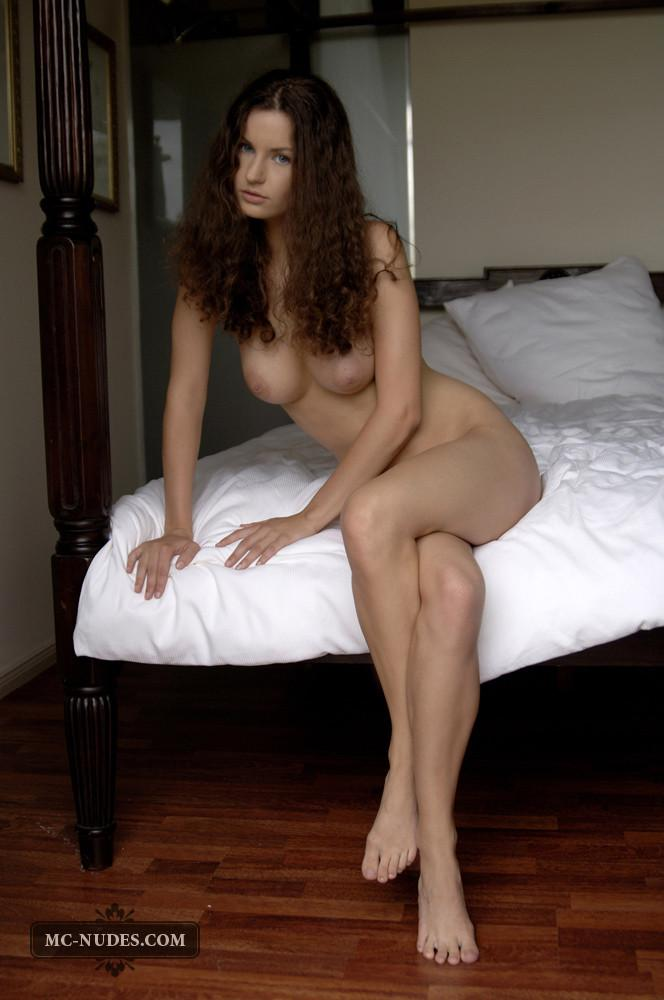 Naked chick with long curly hair - Susann  - 3