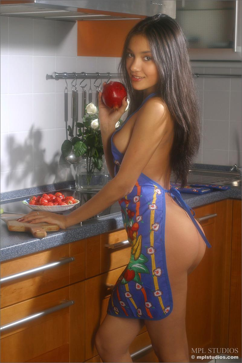 Gorgeous girl in the kitchen - Kamilla - 1