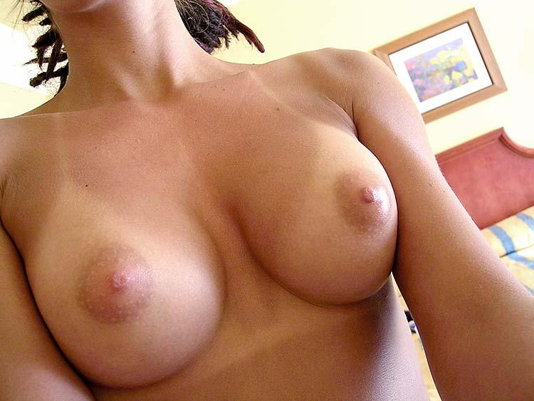 Amateur shows her tight pussy and nice boobies - 3