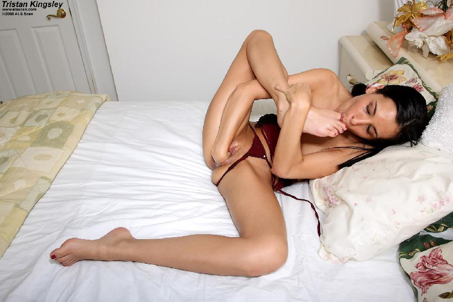 Pretty brunette with deep pussy - Tristan Kingsley - 6
