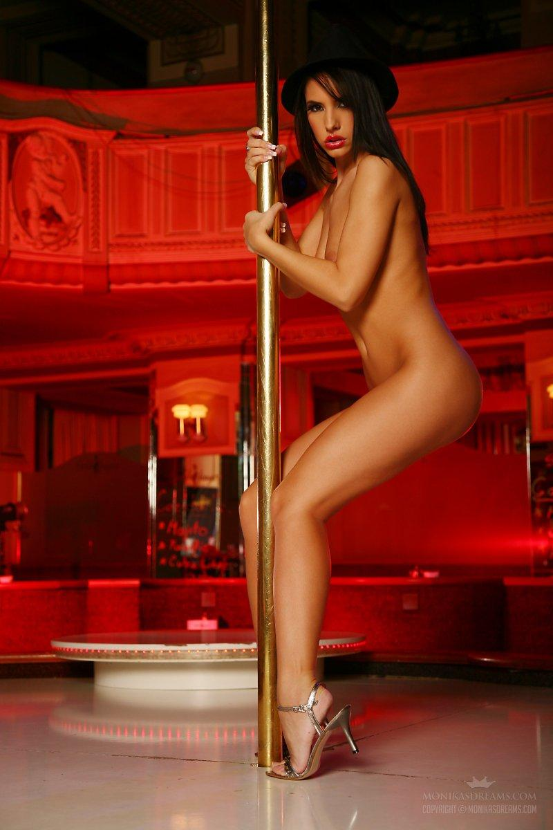 video-naked-pole-dancers