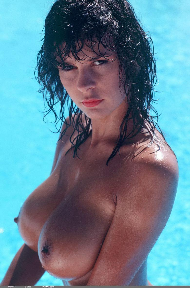 Naked brunette with great body and big boobs - 17