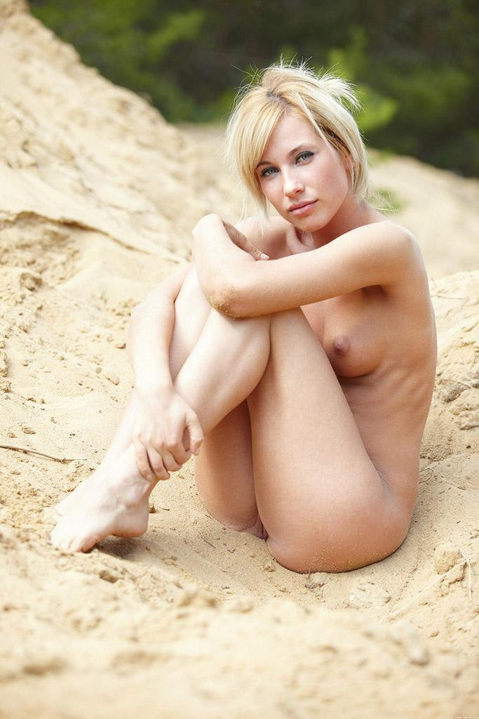 Adorable blonde on sand - Sofia F - 6