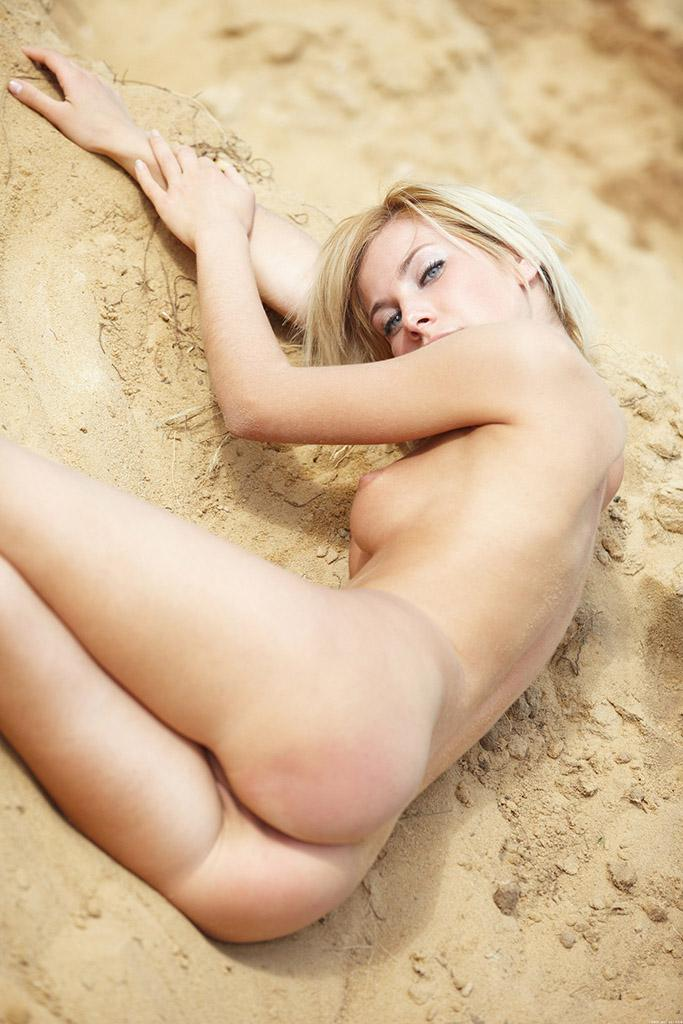 Adorable blonde on sand - Sofia F - 7