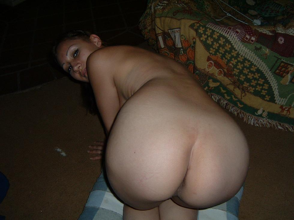 Sexy young Latina on the floor - Leila - 5