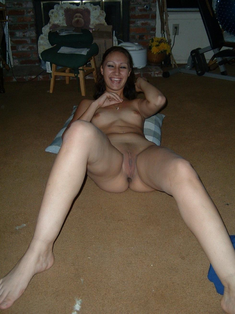 Sexy young Latina on the floor - Leila - 7